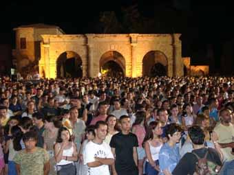 Namık Kemal Meydanı'nda bir açılş konseri